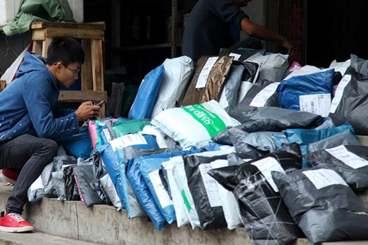 ichina đang gom mã lẻ để ghép bao cho khách hàng có nhu cầu tự mua hàng trên taobao tmall 1688 rồi thuê dịch vụ vận chuyển - ký gửi hàng hóa từ Trung Quốc về Việt Nam